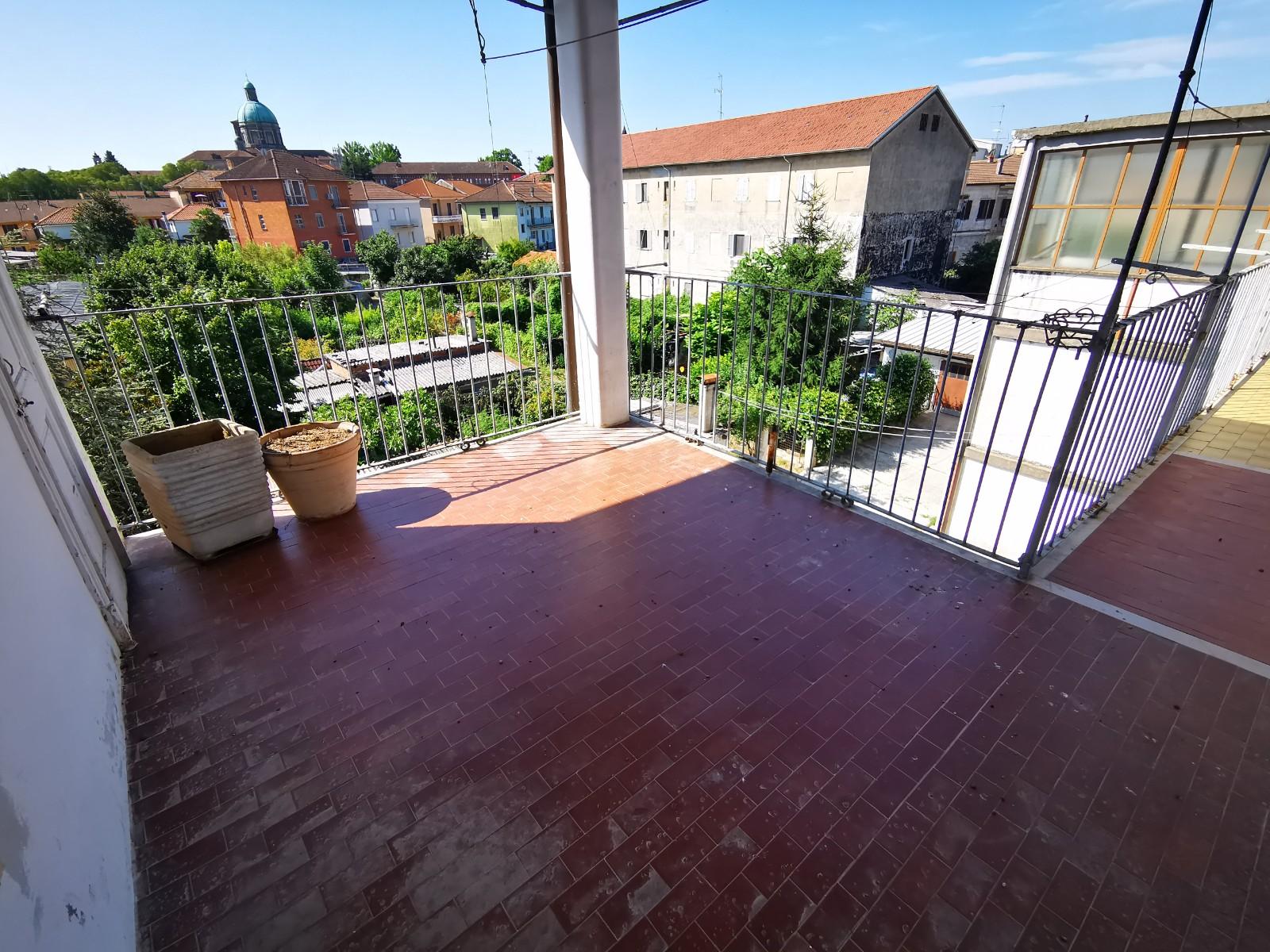 Tre locali più servizi con terrazza